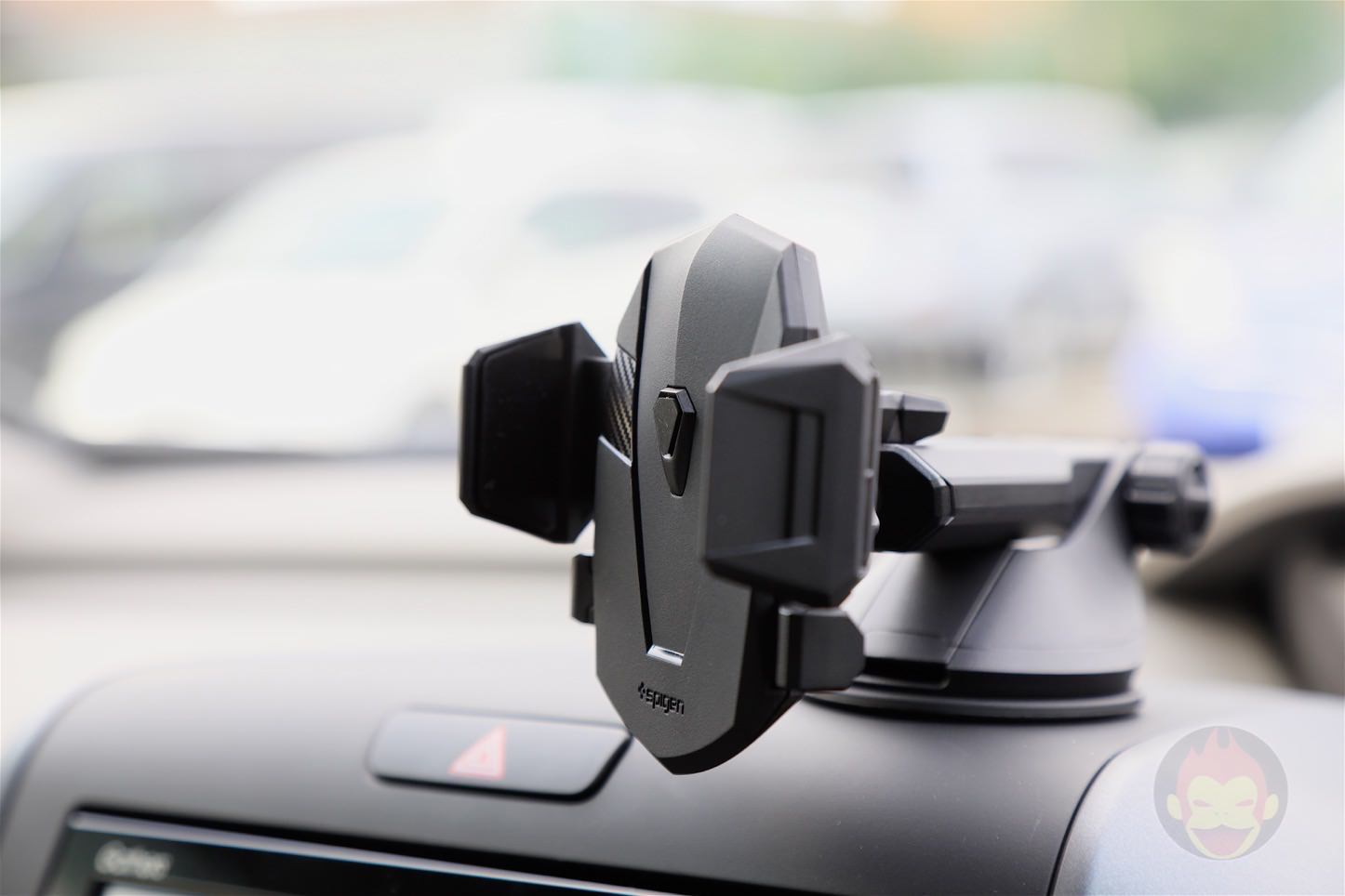 Spigen-AP12T-Car-Mount-19.jpg