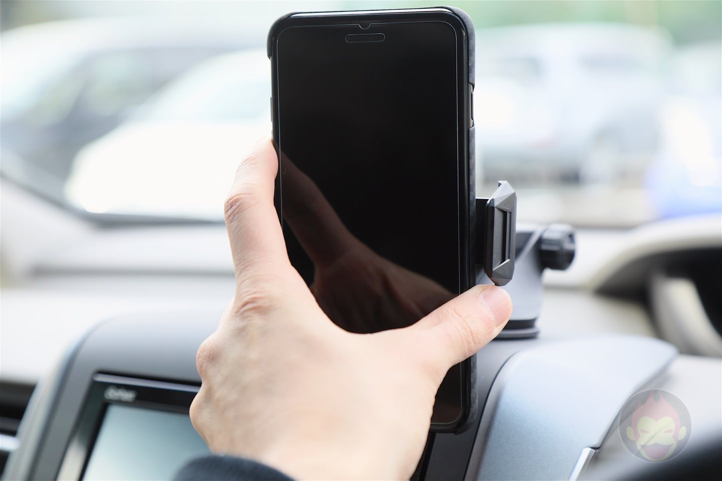 Spigen-AP12T-Car-Mount-22.jpg