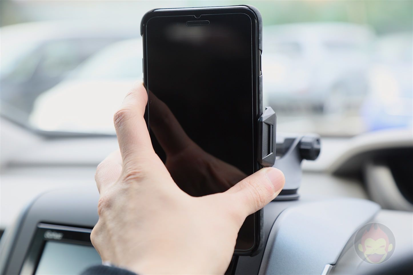 Spigen-AP12T-Car-Mount-23.jpg