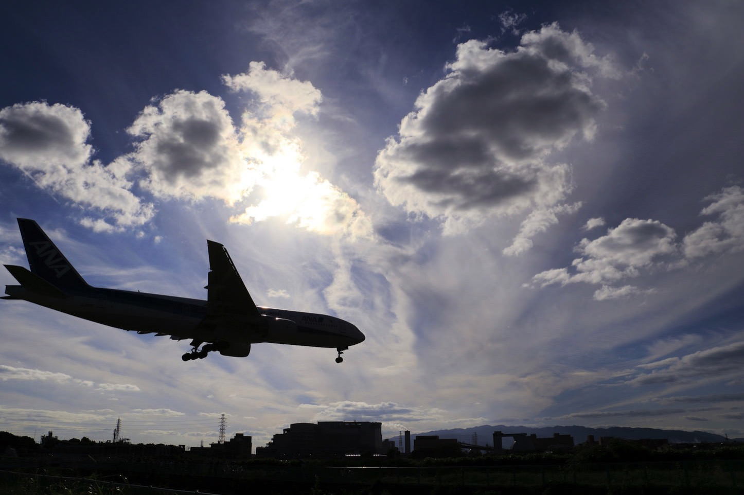 Airplane-Pakutaso.jpg