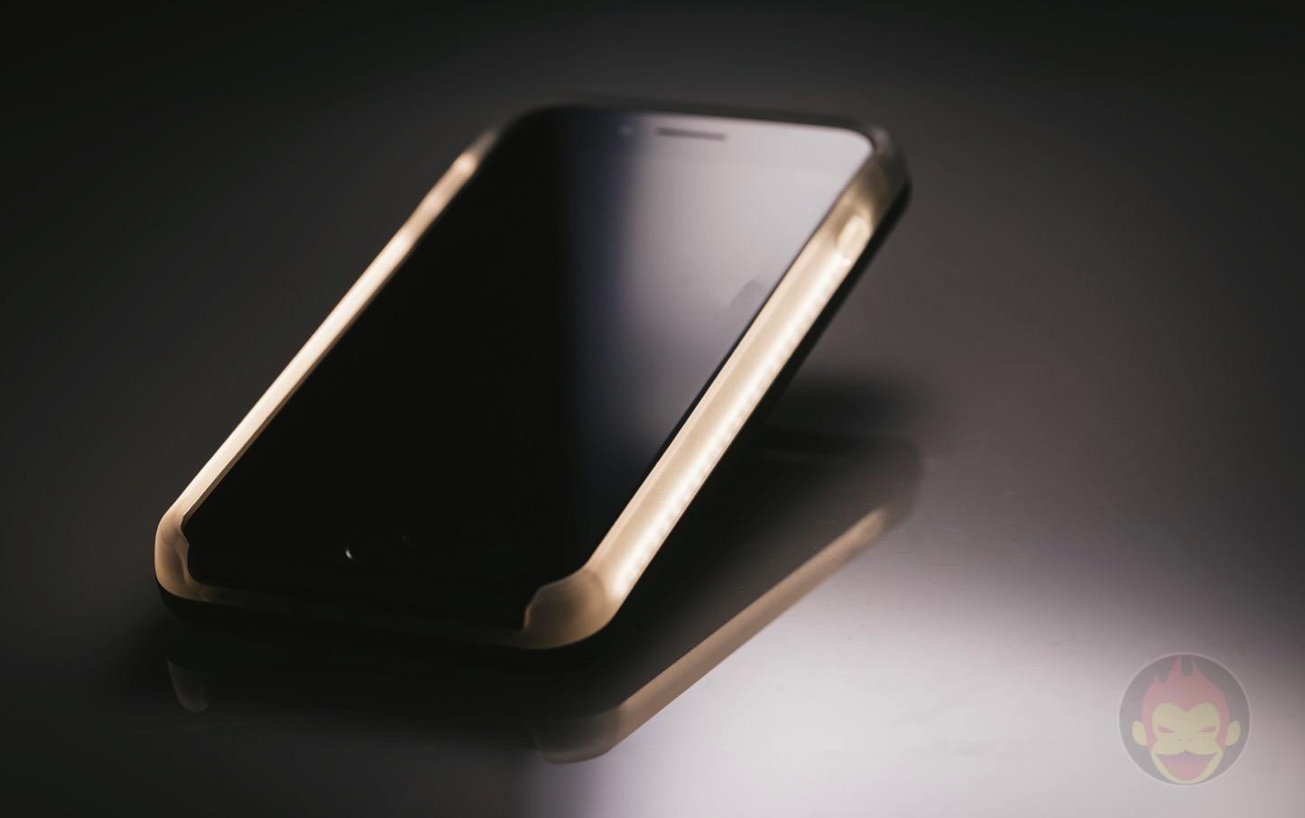 LuMee-Duo-LED-Lighting-Case-04.jpg