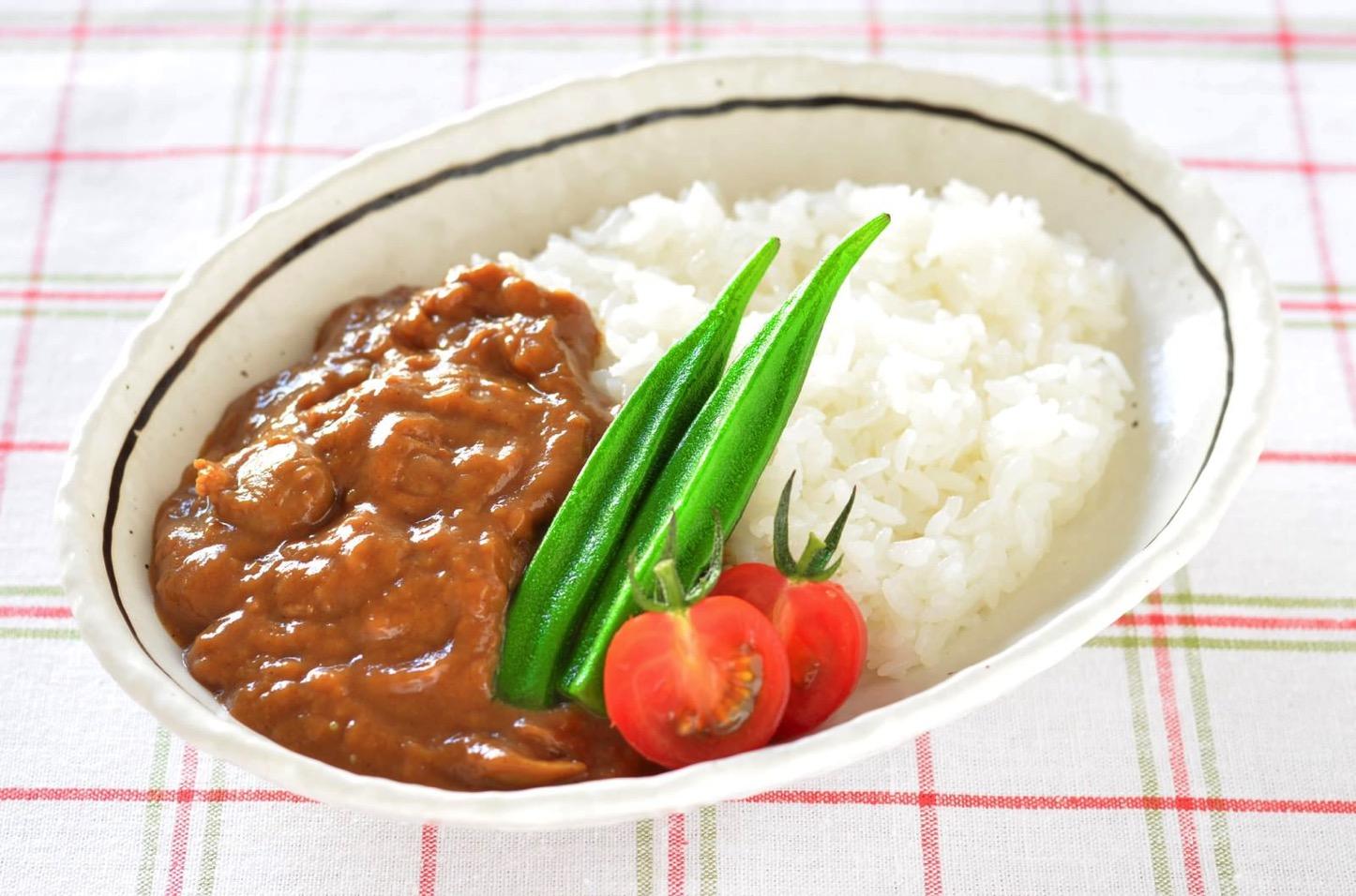 Curry-Rice-Pakutaso.jpg