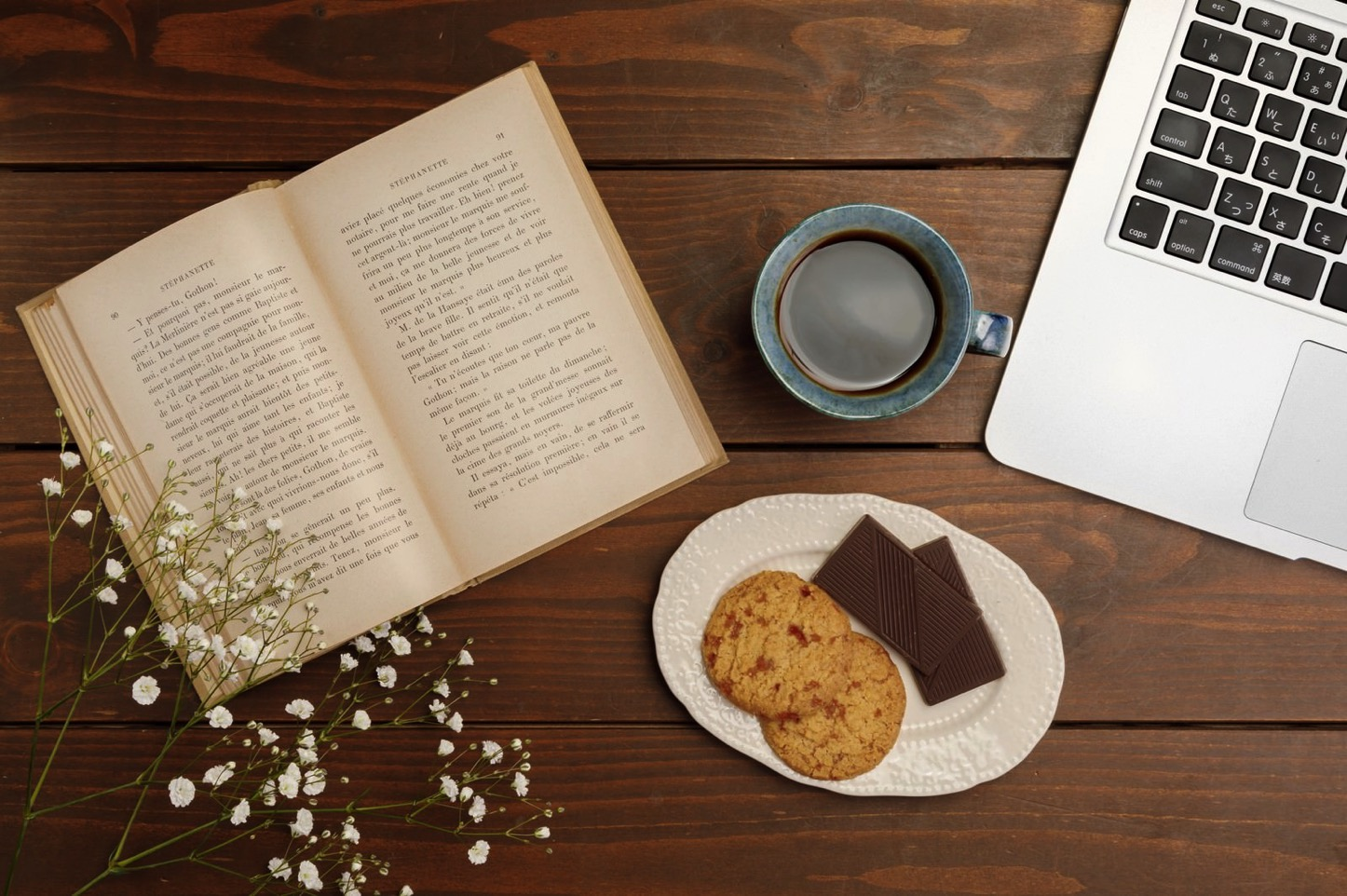 Reading-and-Eating.jpg
