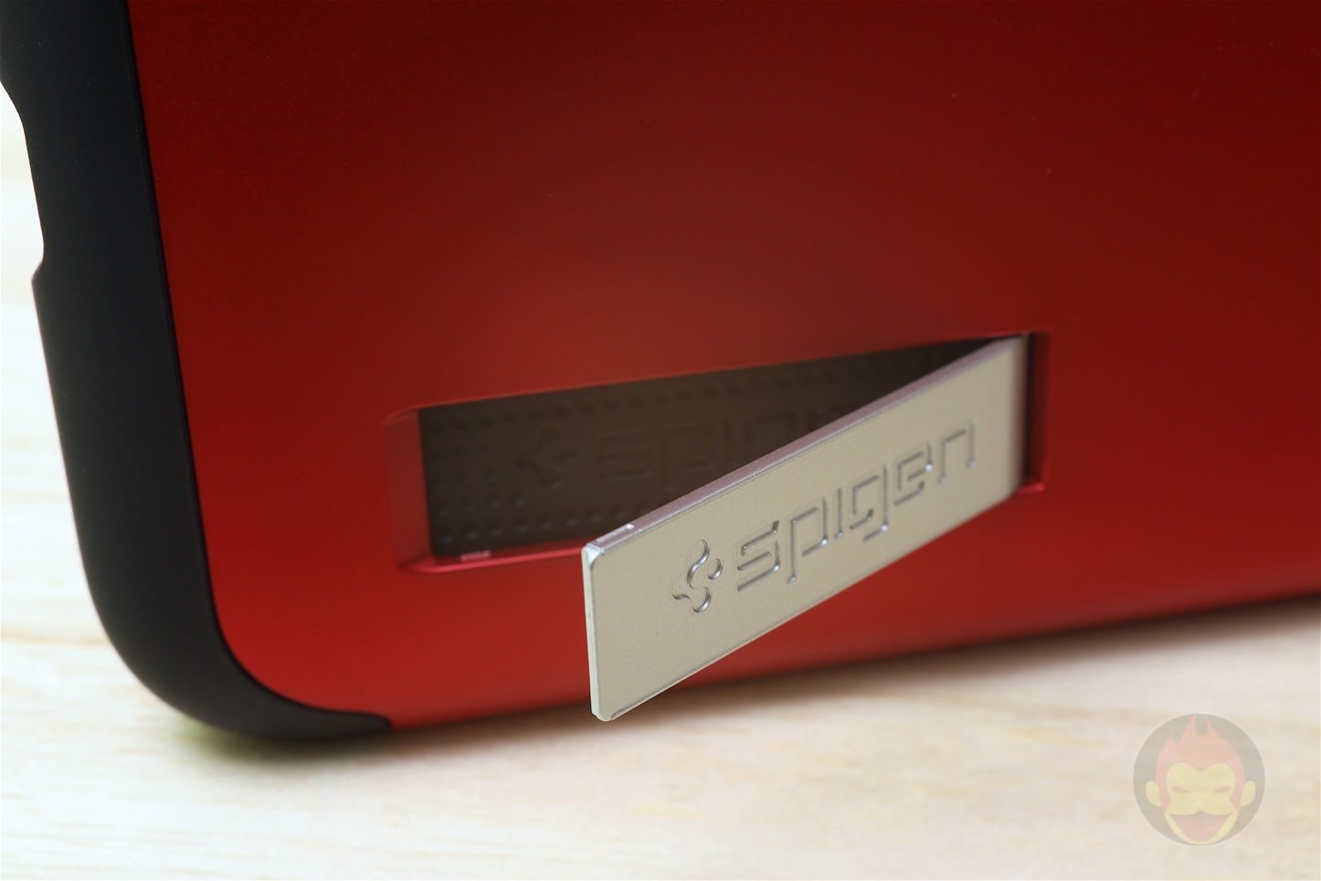 Spigen-Slim-Armour-for-Red-Model-15.jpg