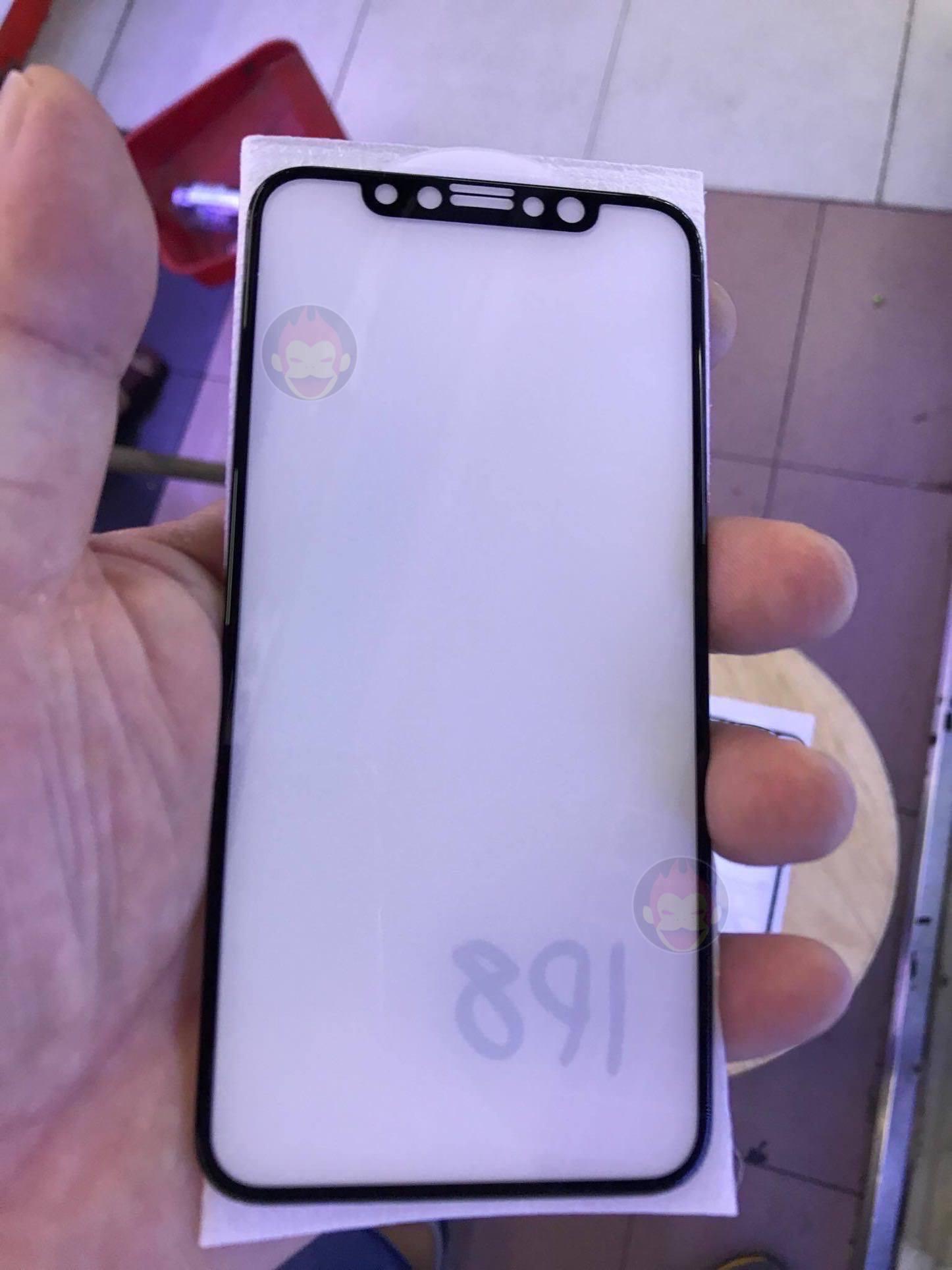 iPhone-Pro-8-Edition-Glass-GoriMe-01