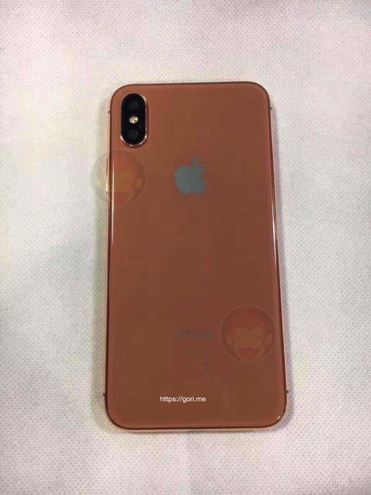 iPhone-Pro-Gold-Model-GoriMe-4.jpg