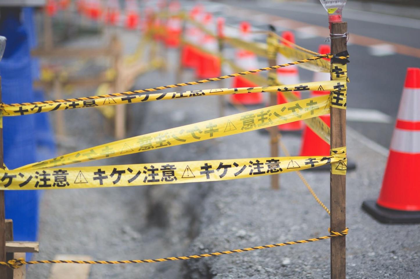 Danger-Do-not-enter-pakutaso.jpg