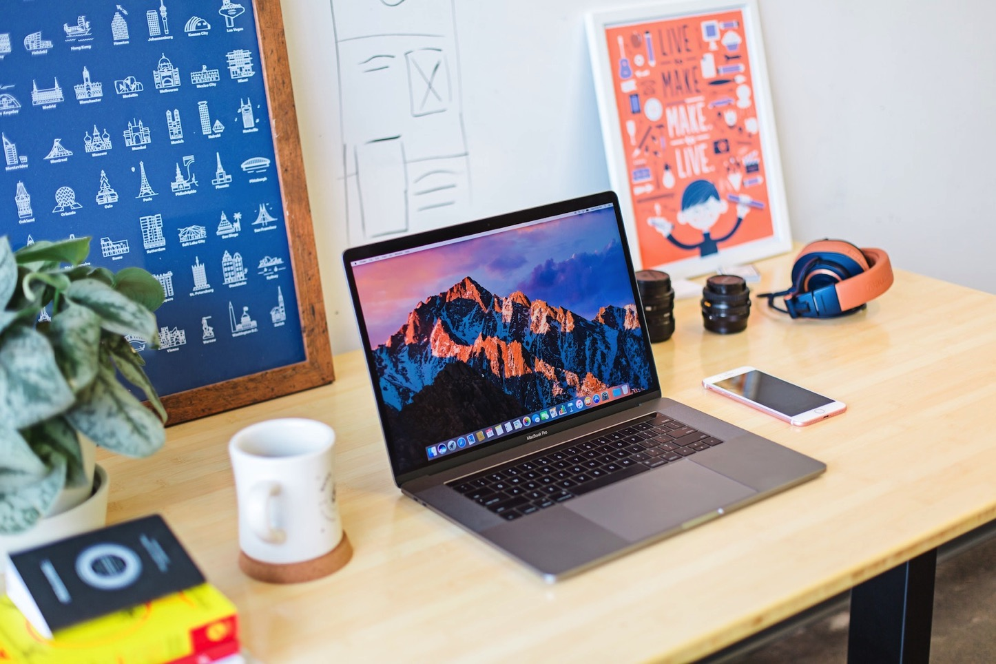 Mia baker 322594 macbook pro clean room and desk unsplash