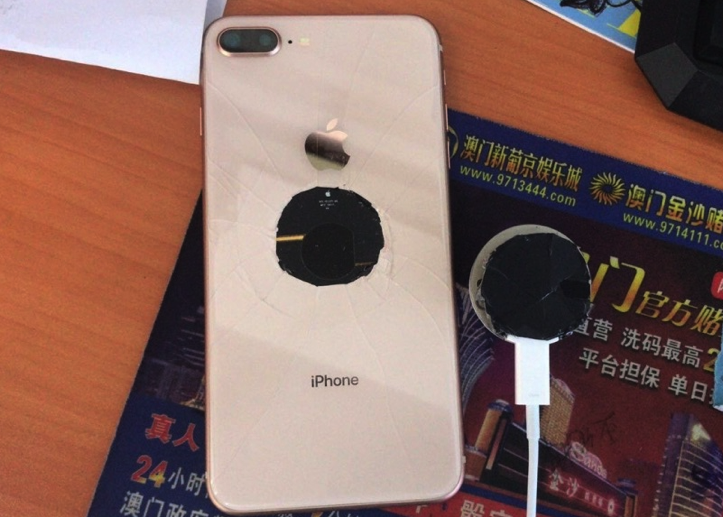 Broken iPhone8Plus Even Before Sale 1