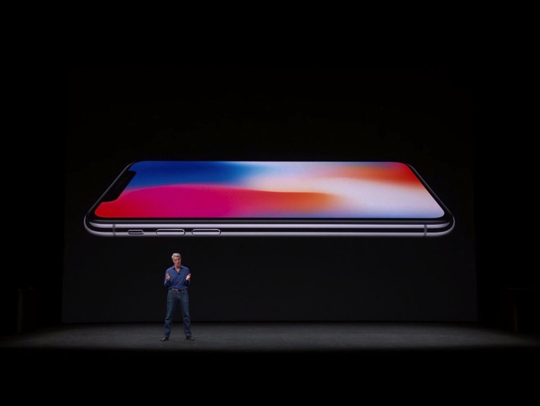 Craig-Federighi-iPhone-X-01.jpg