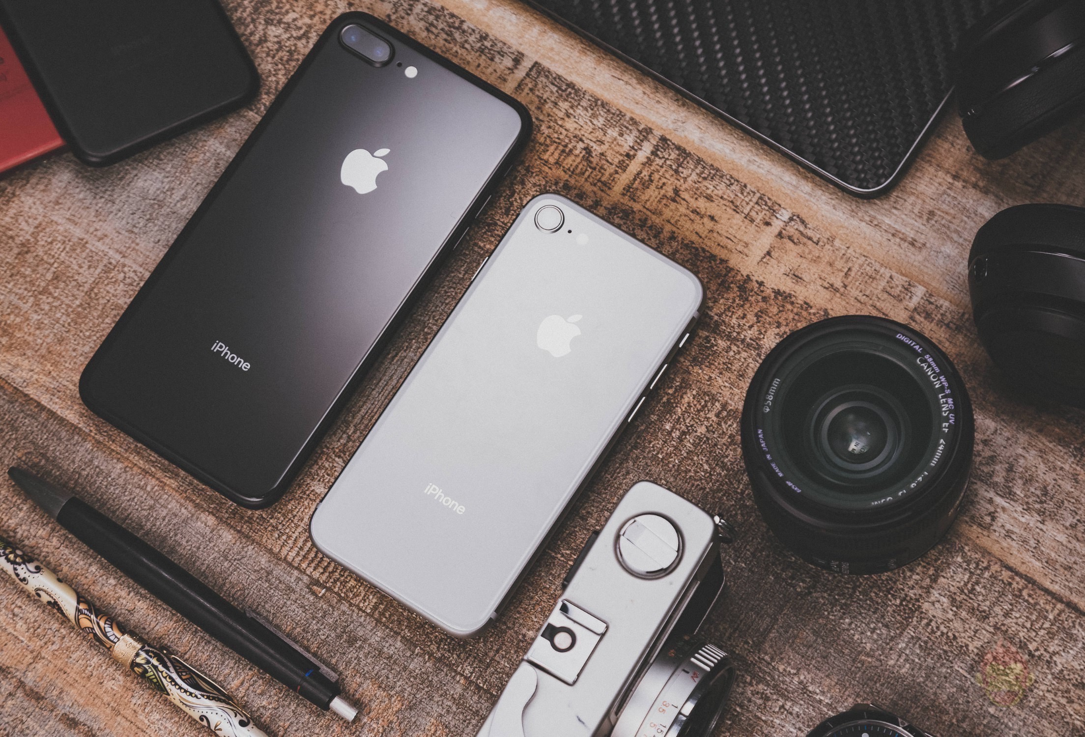 iPhone8-8Plus-with-Gadgets-02.jpg