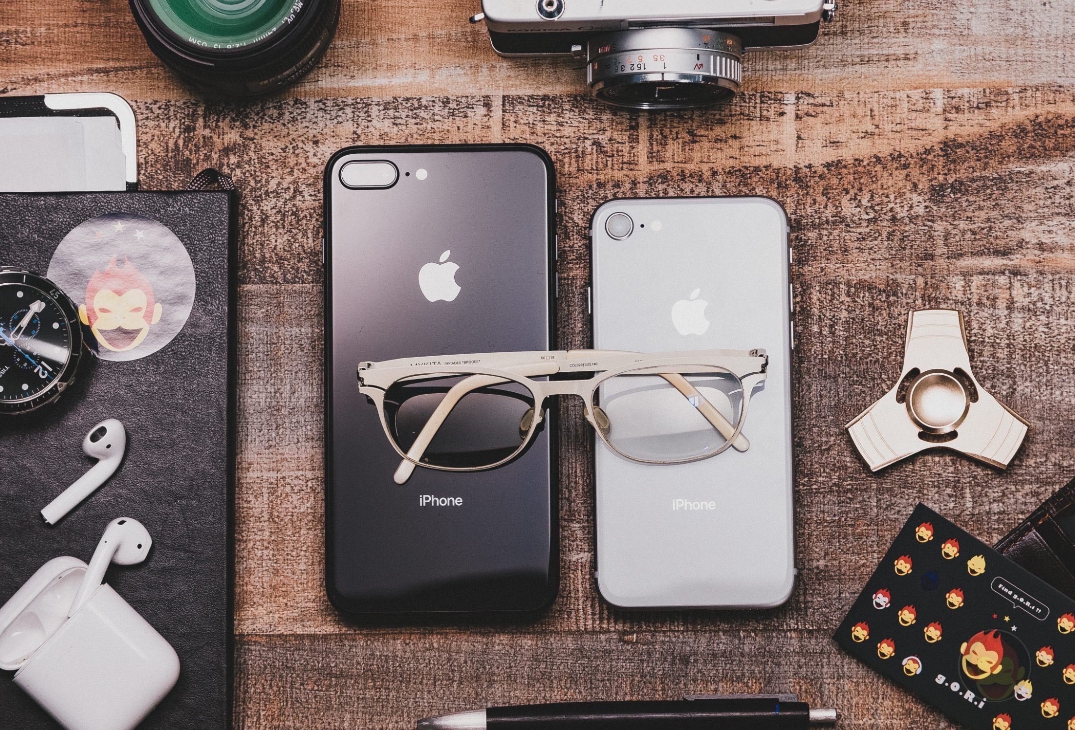 iPhone8-8Plus-with-Gadgets-03.jpg