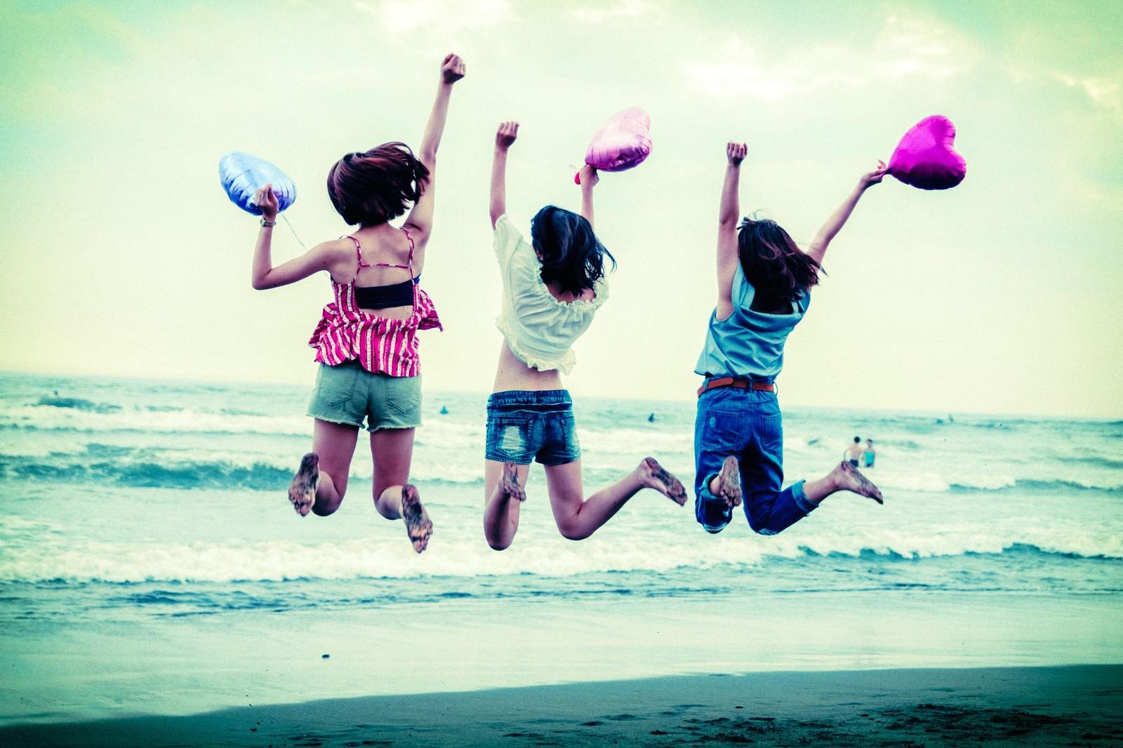 Happy-Girls-Pakutaso.jpg
