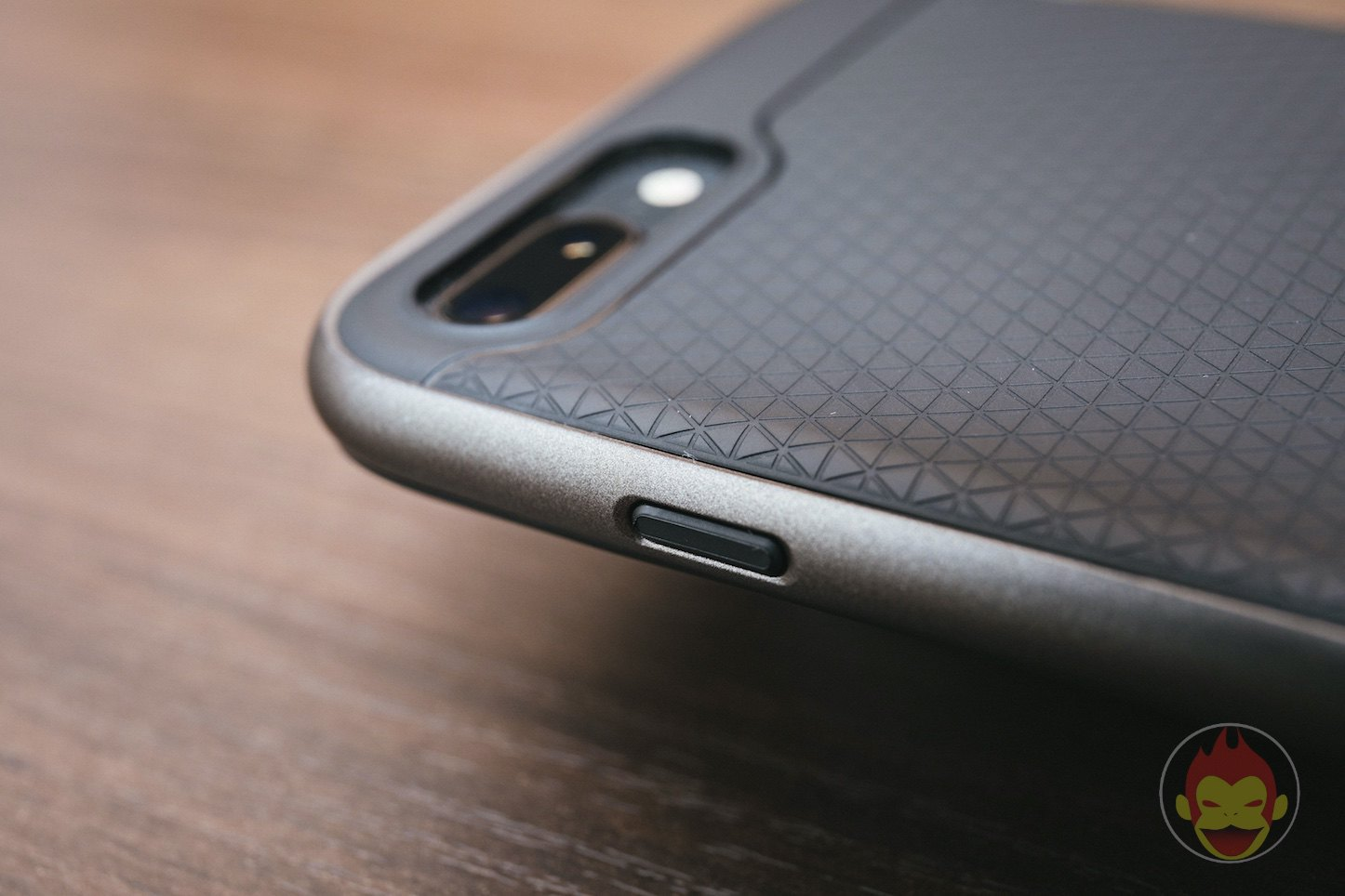 Spigen-Neo-Hybird-2-iPHone8Plus-Case-Review-02.jpg