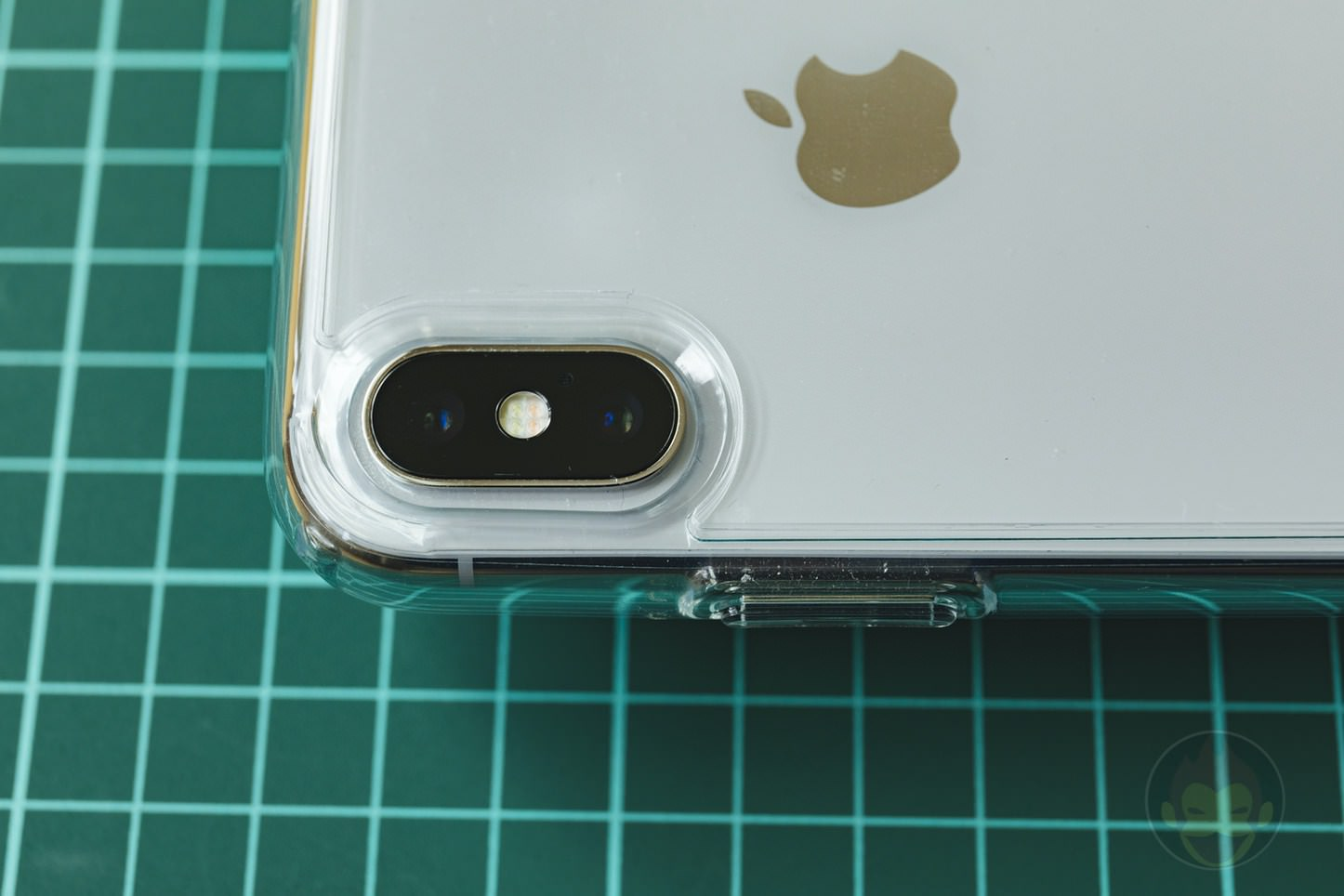 Spigen Liquid Crystal case for iPhoneX 01