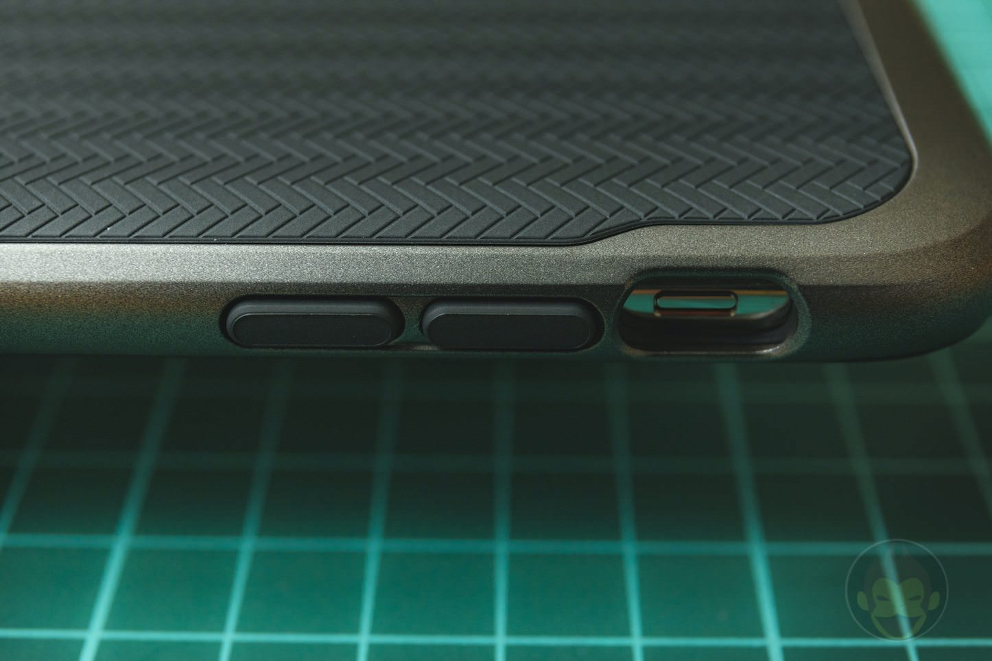 Spigen Neo Hybrid Case for iPhoneX 10