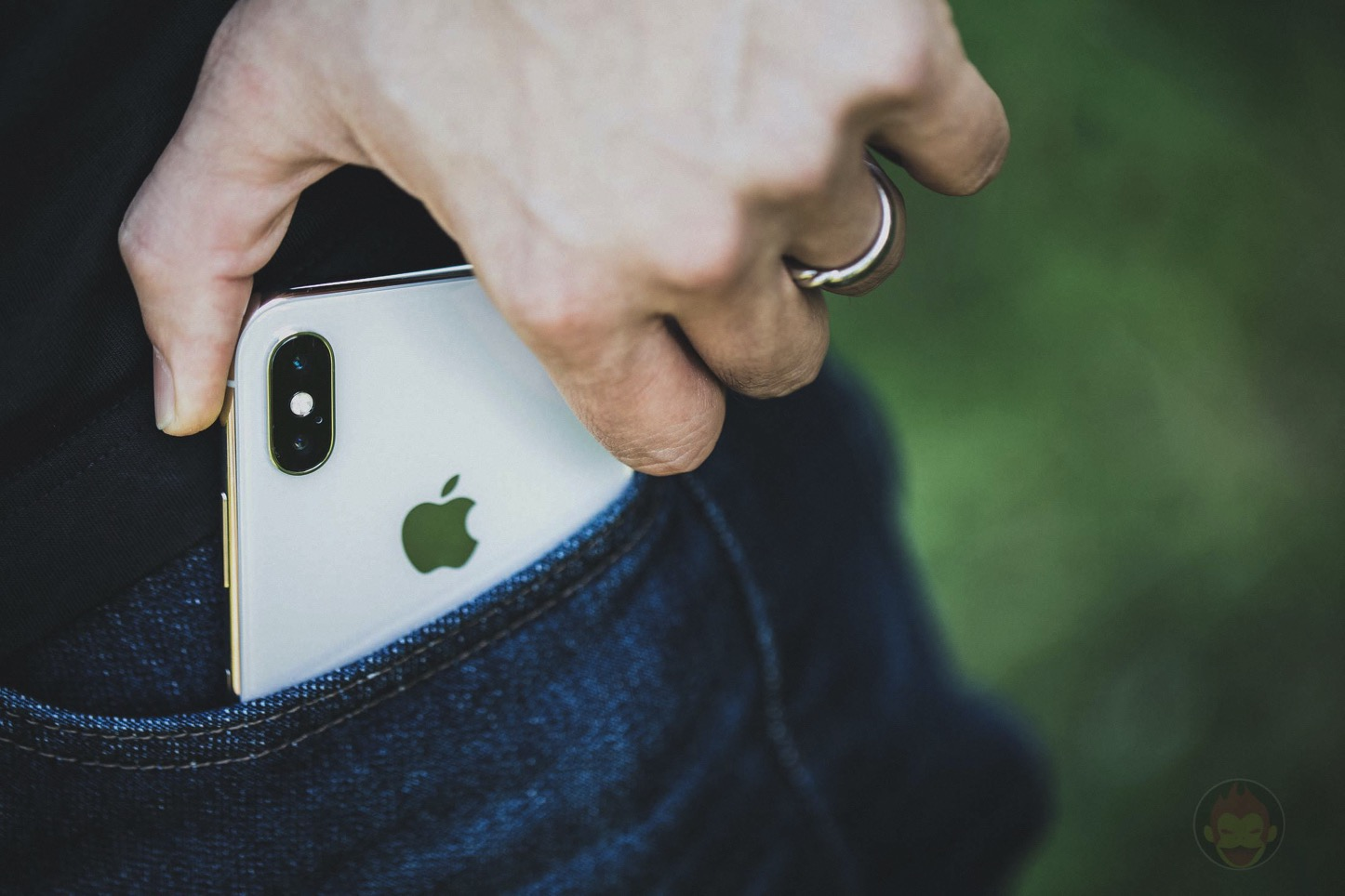 IPhoneX Taking Out of Pocket 02