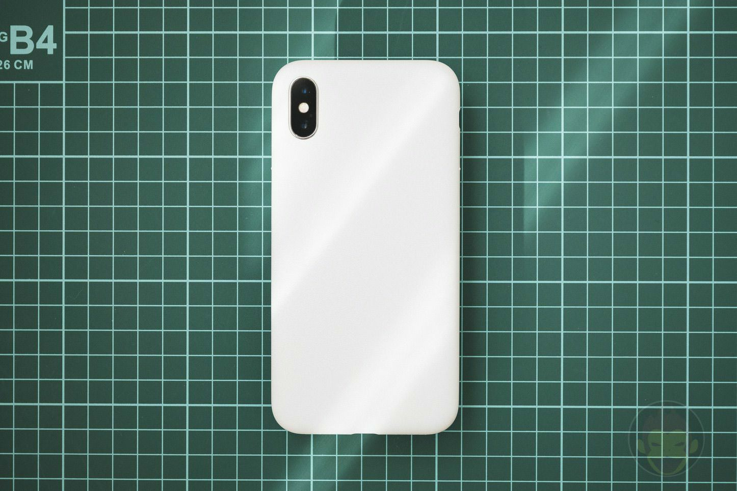 Mynus-iPhoneX-Case-Black-White-01.jpg