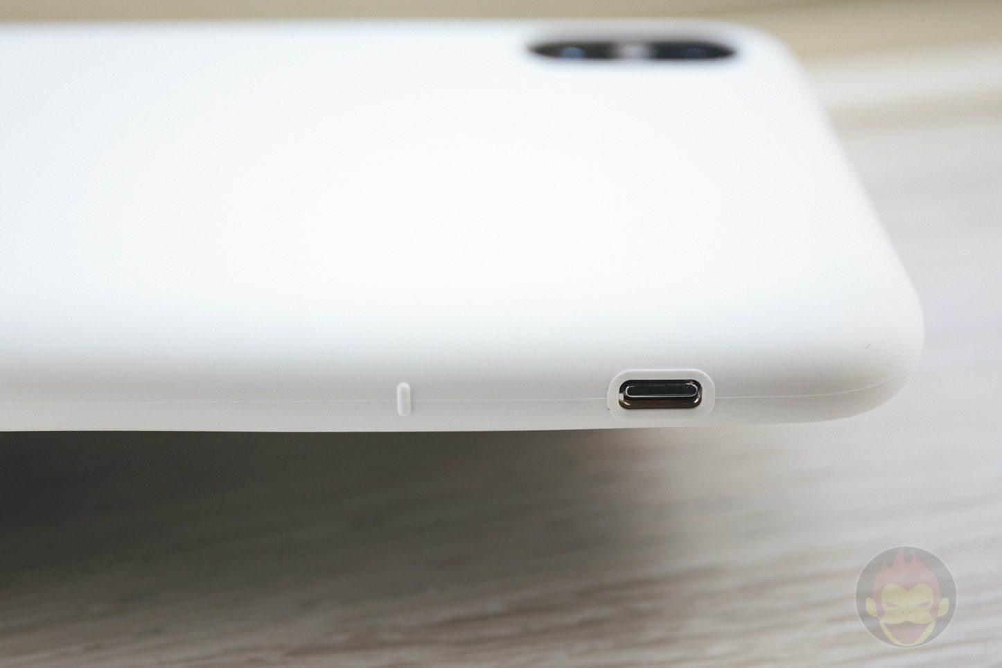 Mynus-iPhoneX-Case-Black-White-04.jpg
