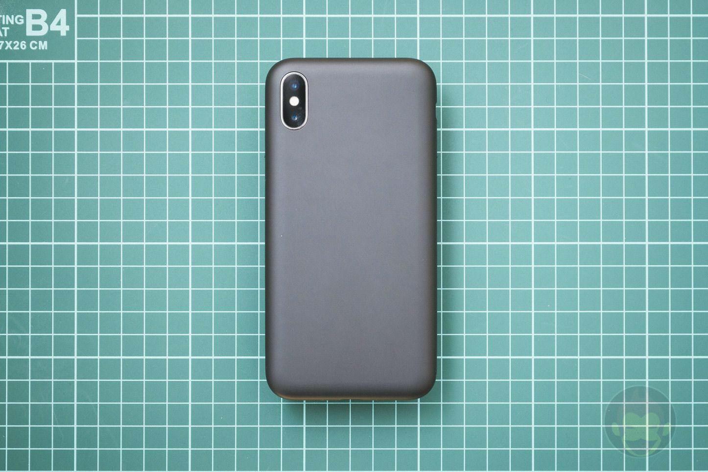 Mynus-iPhoneX-Case-Black-White-08.jpg