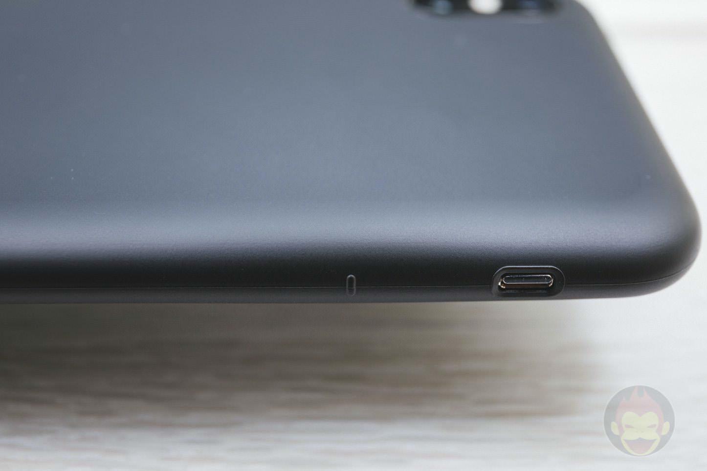 Mynus-iPhoneX-Case-Black-White-09.jpg