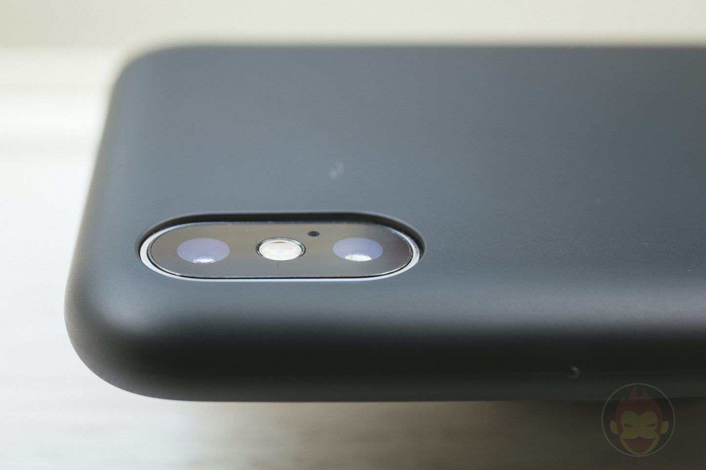 Mynus-iPhoneX-Case-Black-White-10.jpg