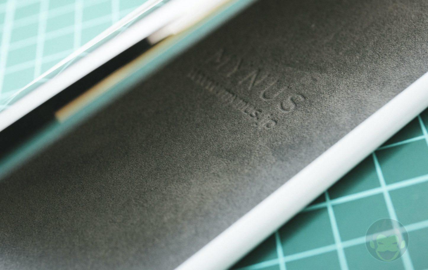Mynus-iPhoneX-Case-Black-White-18.jpg