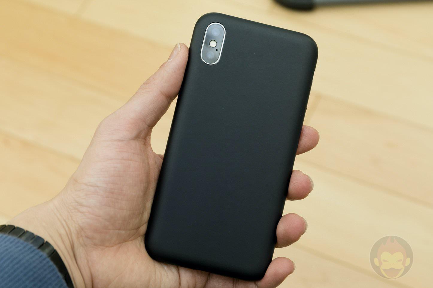 Mynus-iPhoneX-Case-Black-White-25.jpg