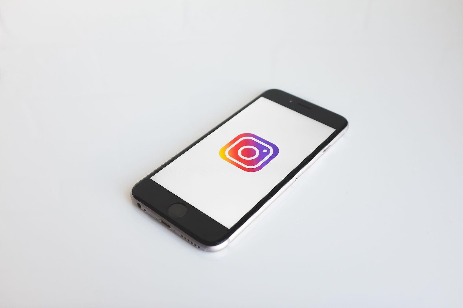 neonbrand-375050-instagram-logo-iphone-unsplash.jpg