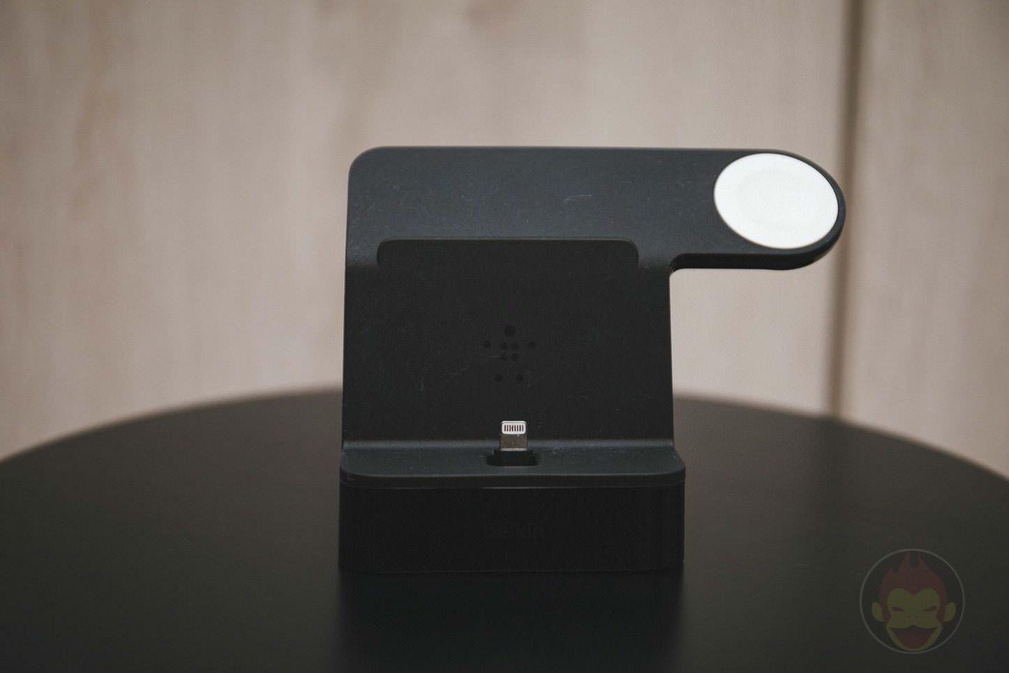 Apple Watch iPhone Stand Belkin 01