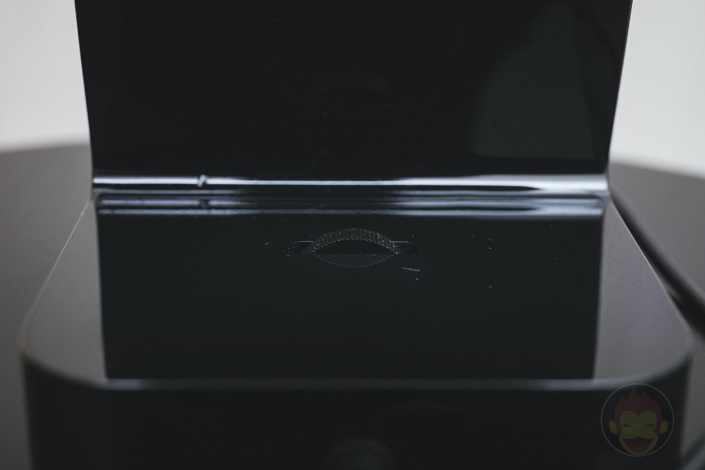 Apple Watch iPhone Stand Belkin 03