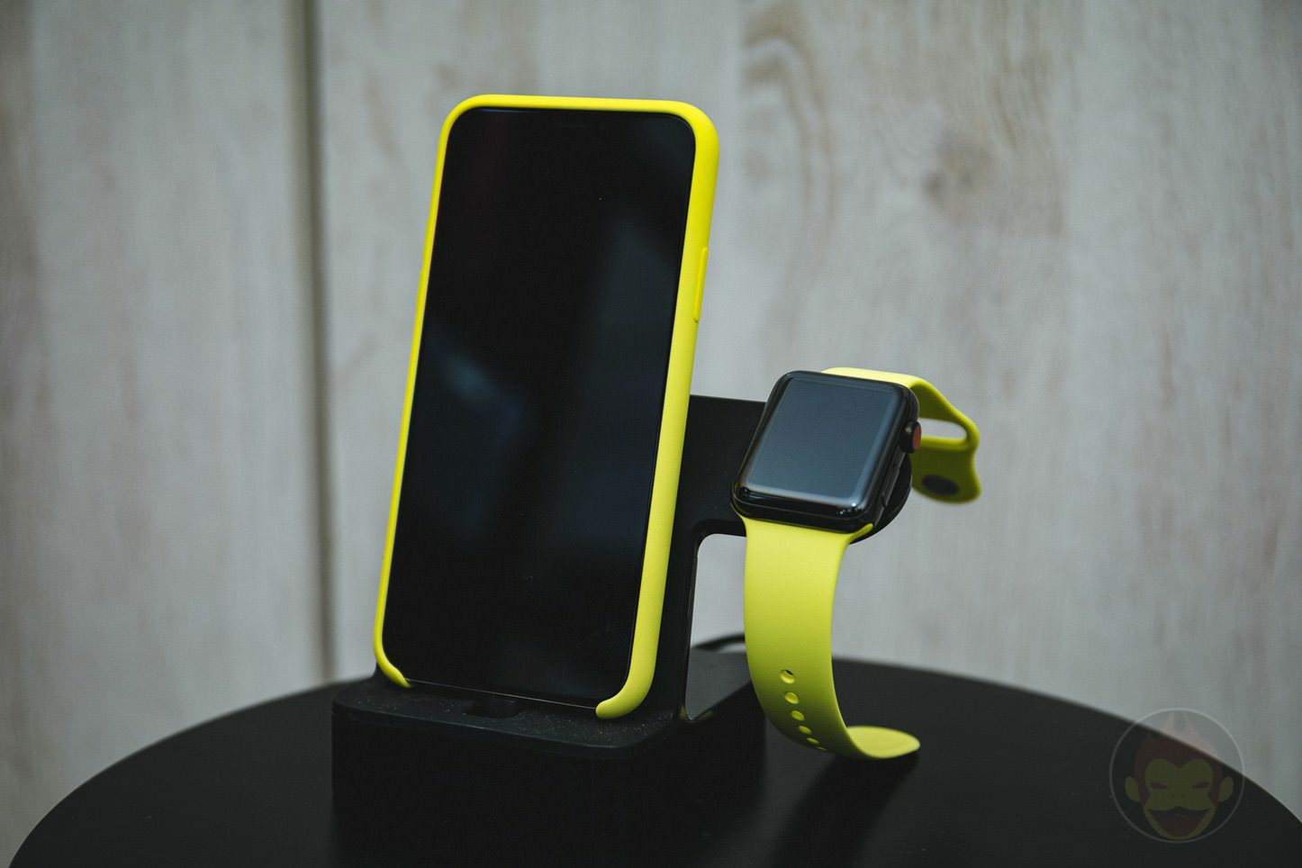 Apple Watch iPhone Stand Belkin