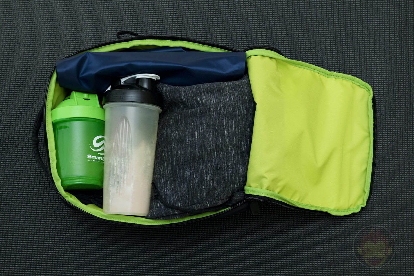 Quiver Gym Splashproof Shoulder Bag 02