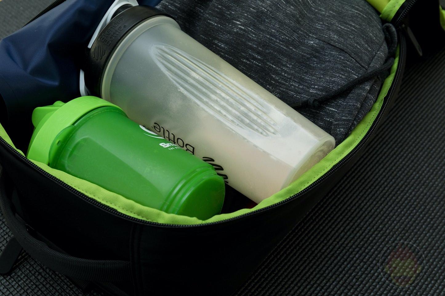 Quiver-Gym-Splashproof-Shoulder-Bag-03.jpg