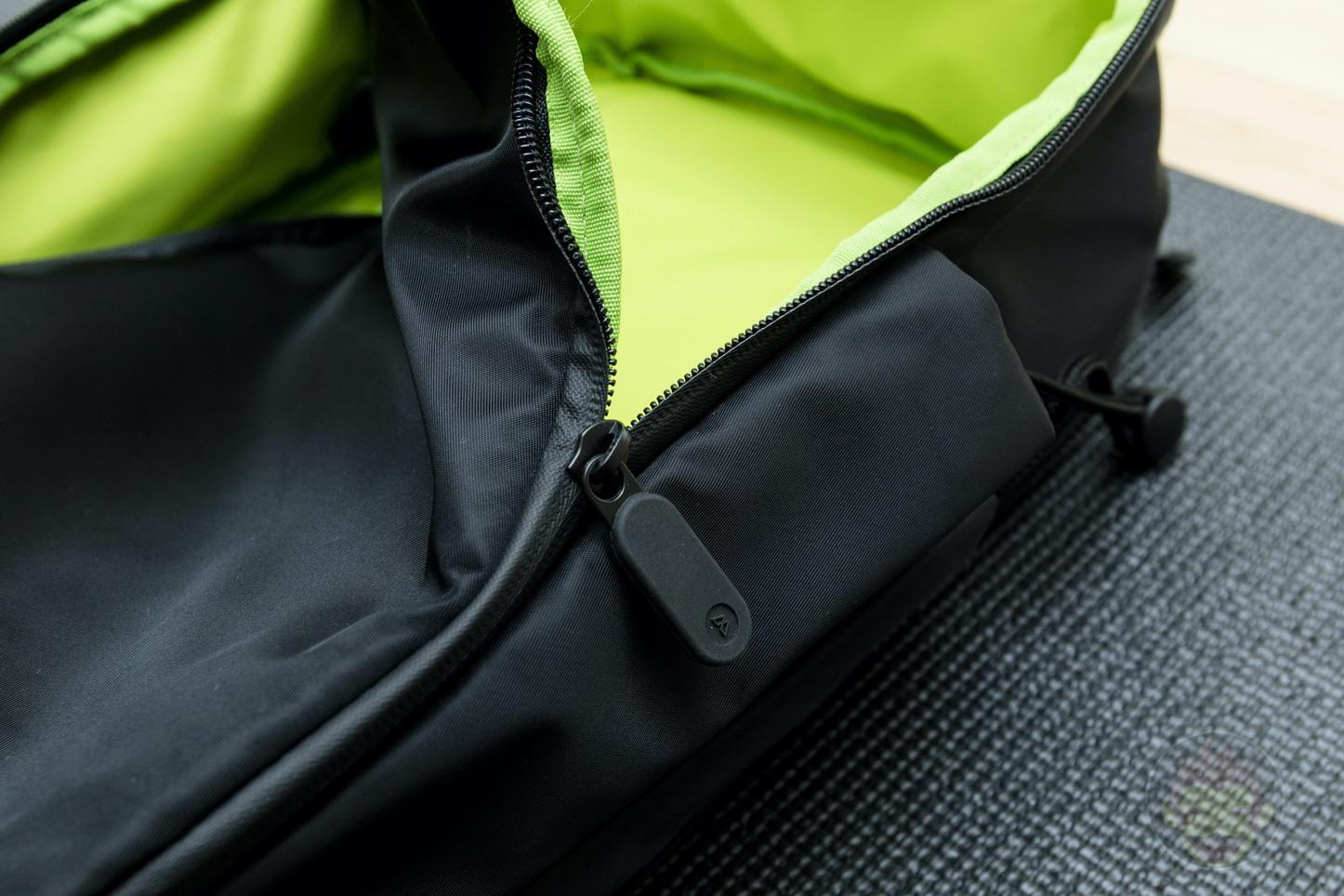 Quiver-Gym-Splashproof-Shoulder-Bag-07.jpg