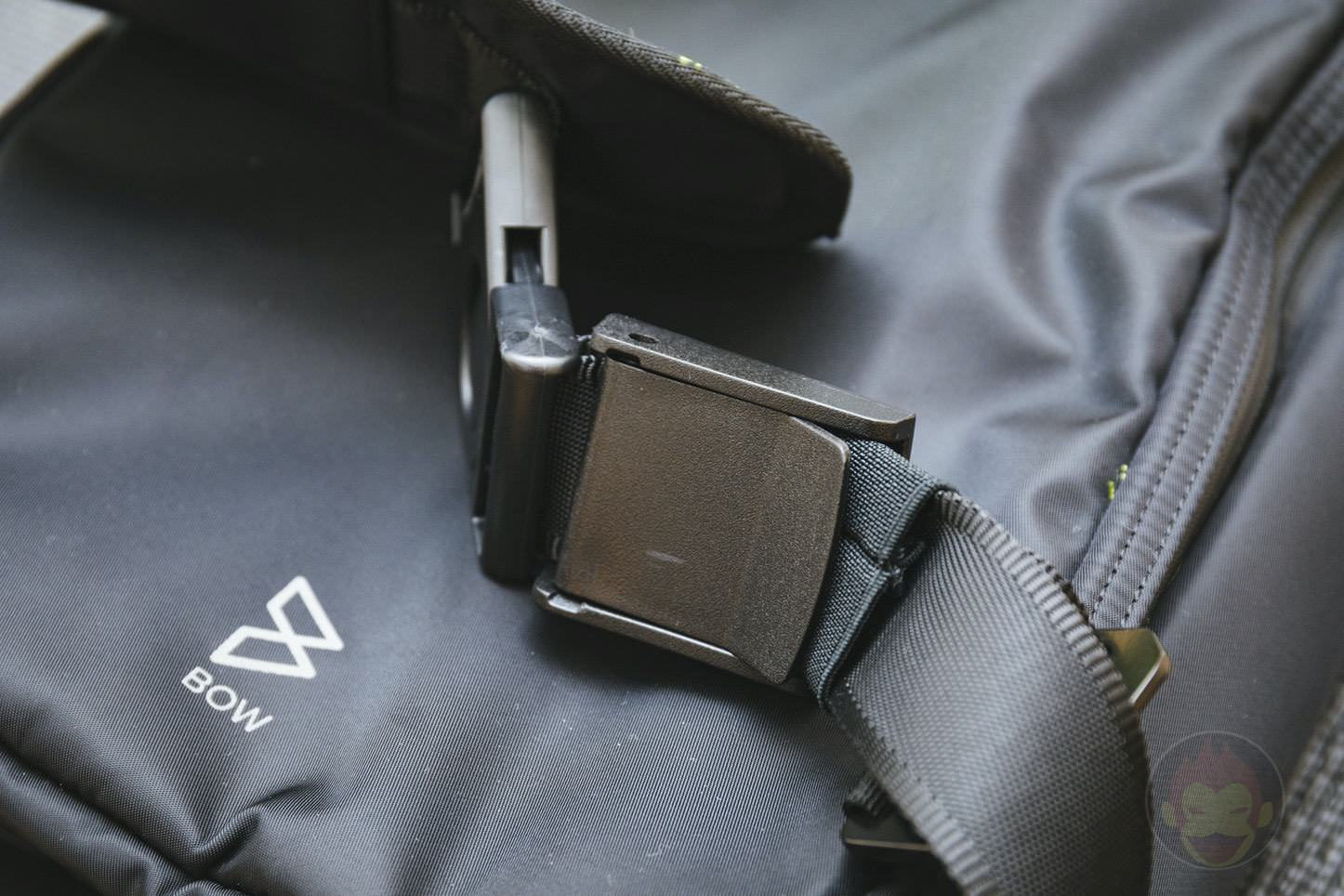 Quiver Gym Splashproof Shoulder Bag 27