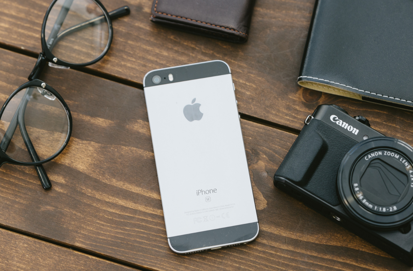 iphone-se-and-camera-glasses-2.jpg