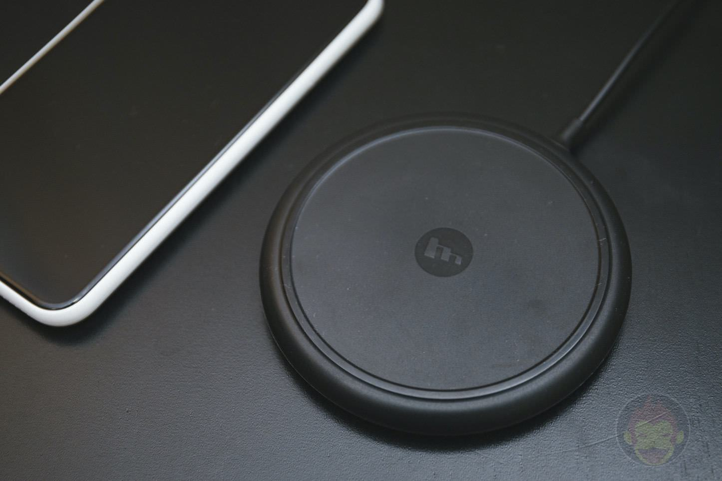 Mophie wireless charging base 01