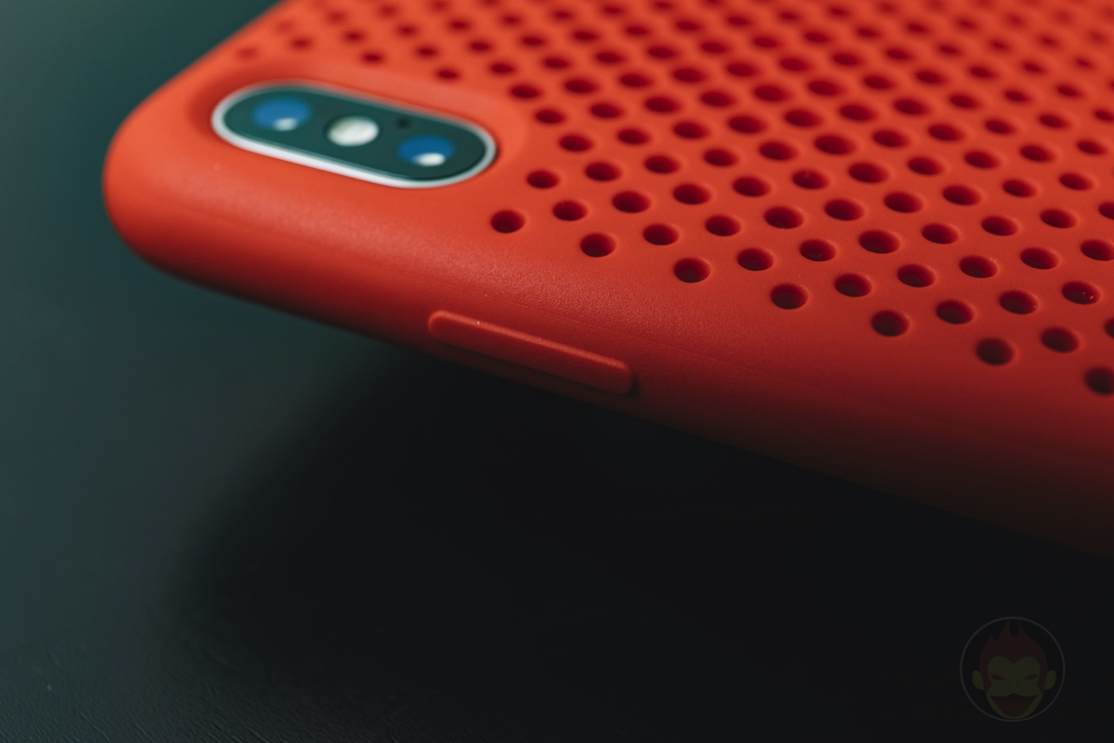 AndMesh-Mesh-Case-for-iPhoneX-Red-Model-03.jpg