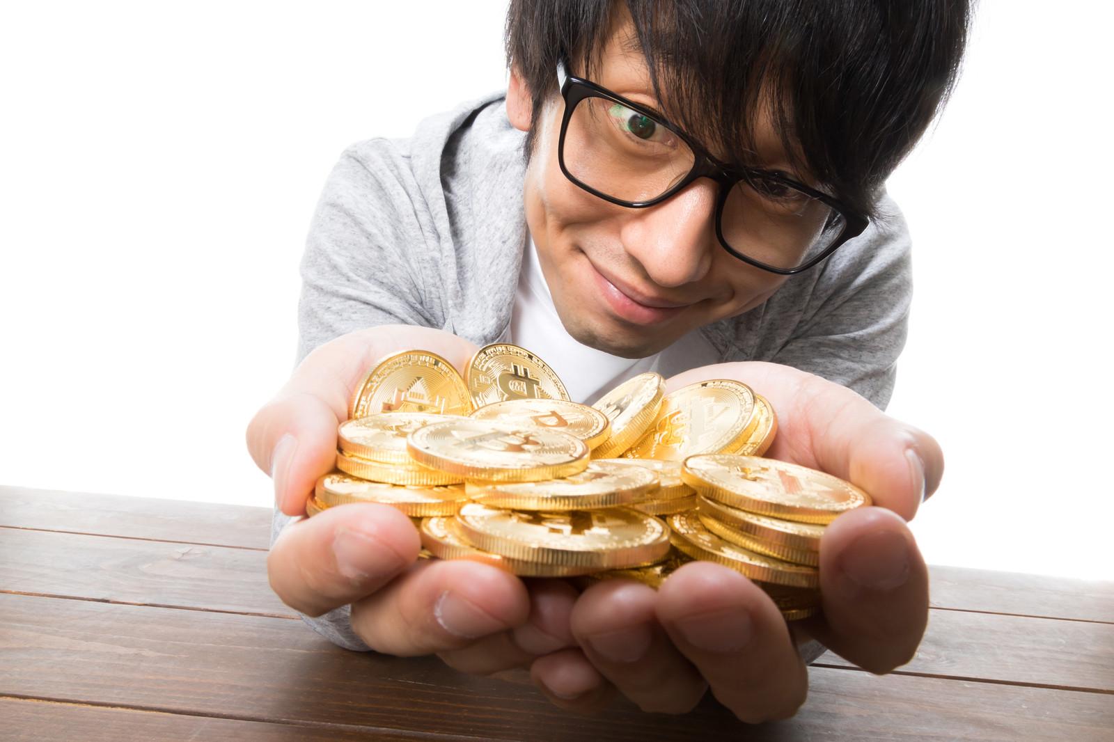lots-of-money-and-bitcon-okawa-pakutaso.jpg