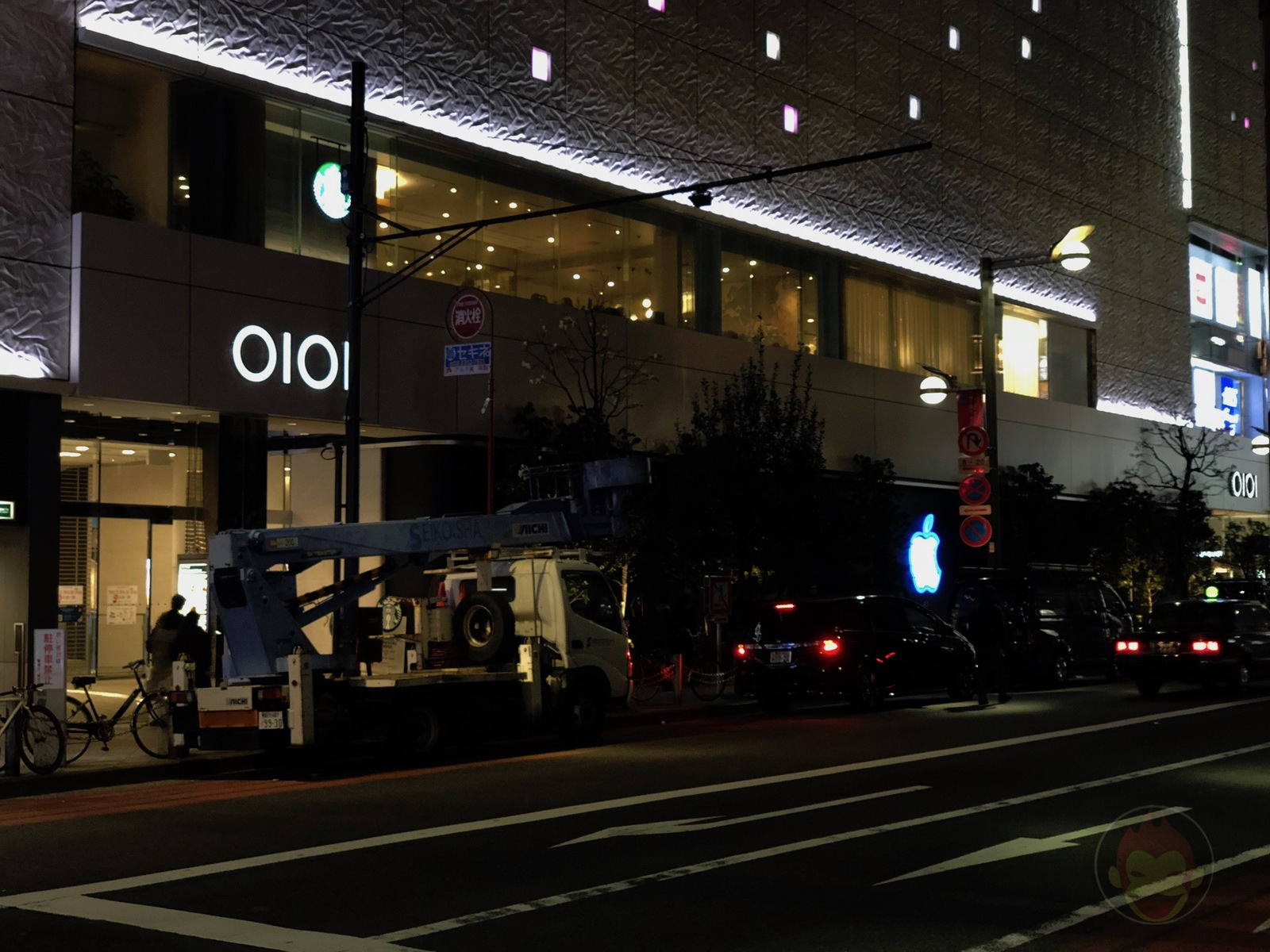 Apple Shinjuku After Dark 01