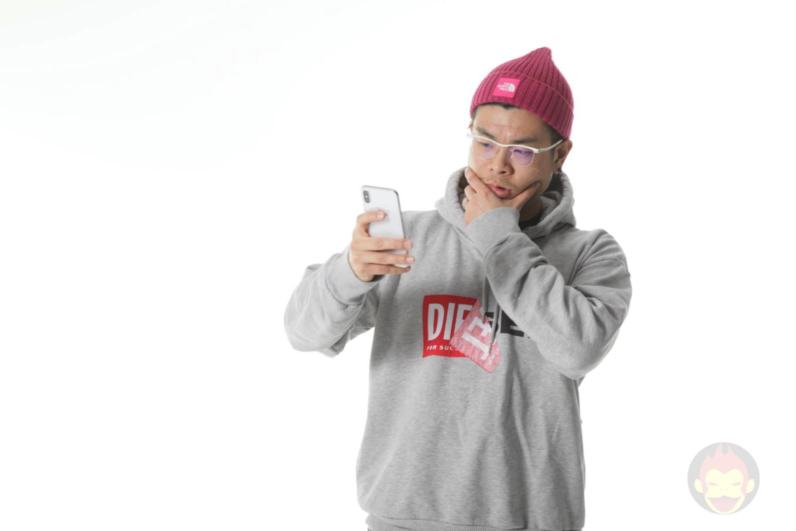 Checking my iPhone GoriMe 01