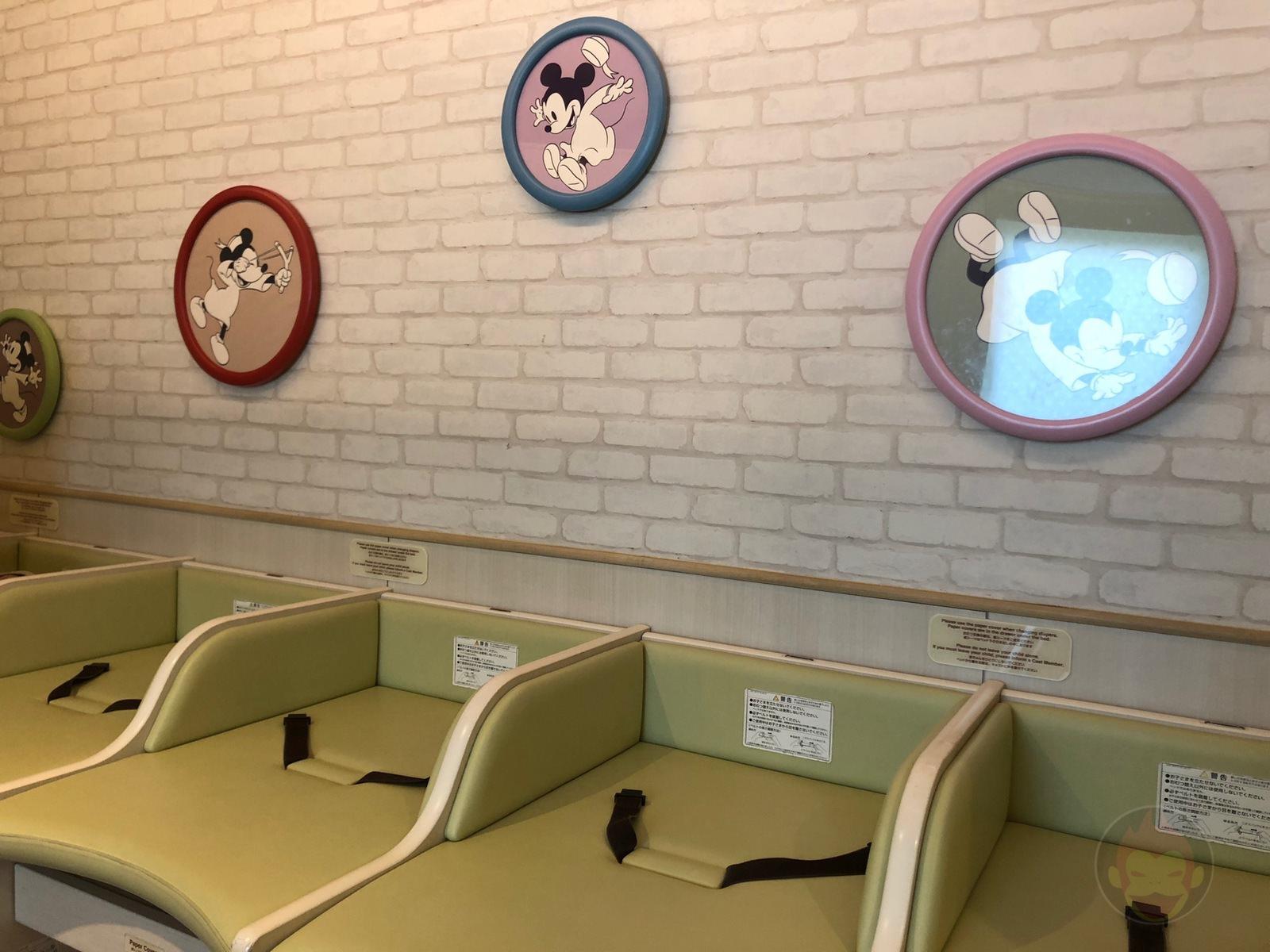 Disney-Land-Tokyo-Baby-Center-6.JPG