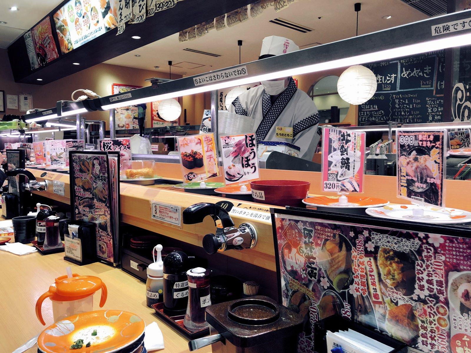 フードコート内の回転寿司「二代目ぐるめ亭 ラゾーナ川崎店」