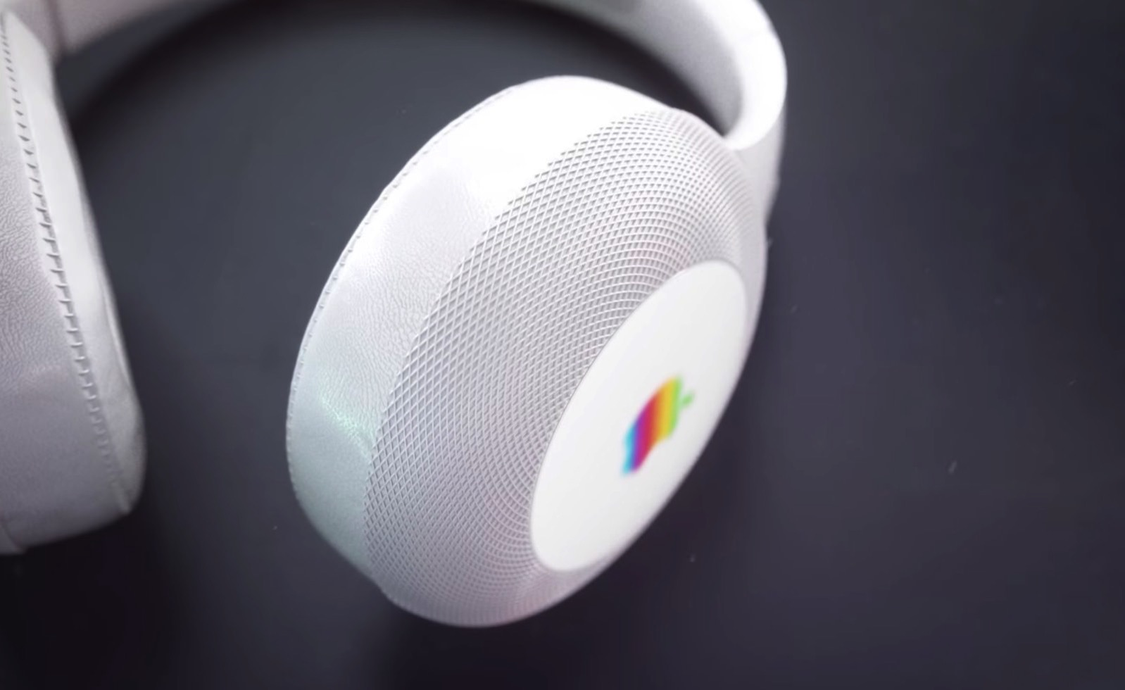 Apple Over Ear Headphones with Siri integration 04