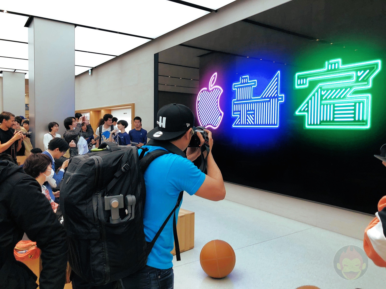 Apple-Store-Shinjuku-Grand-Open-01.jpg