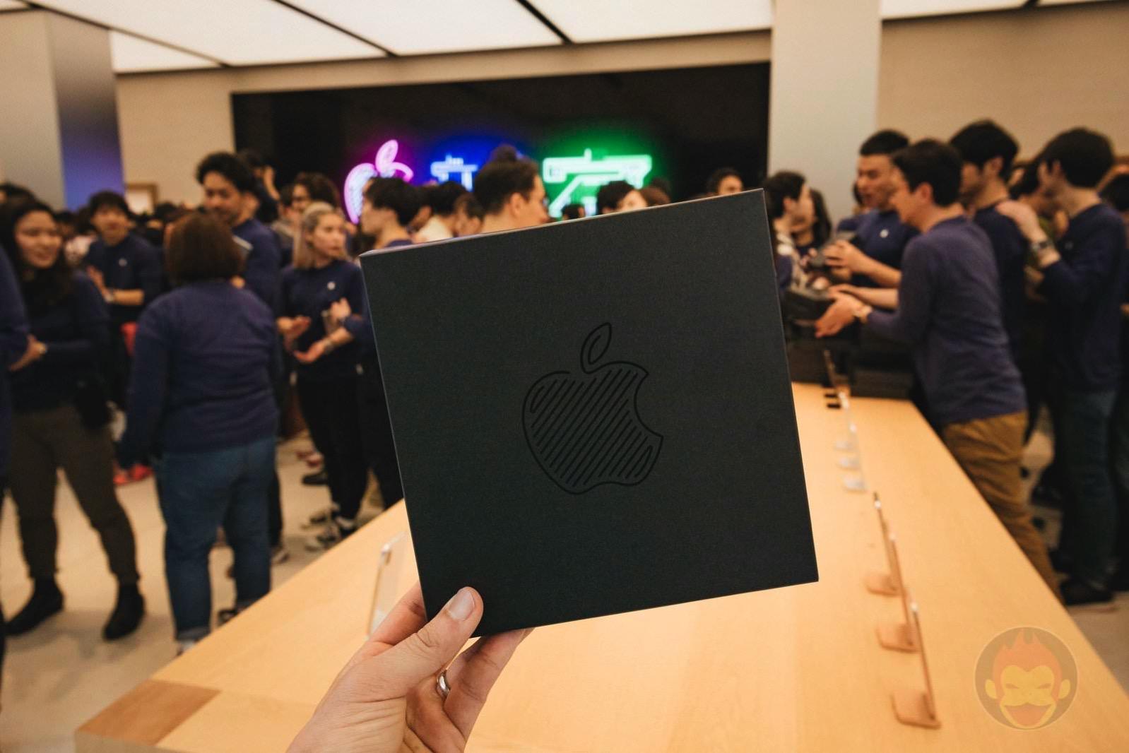 Apple-Store-Shinjuku-Grand-Open-03.jpg
