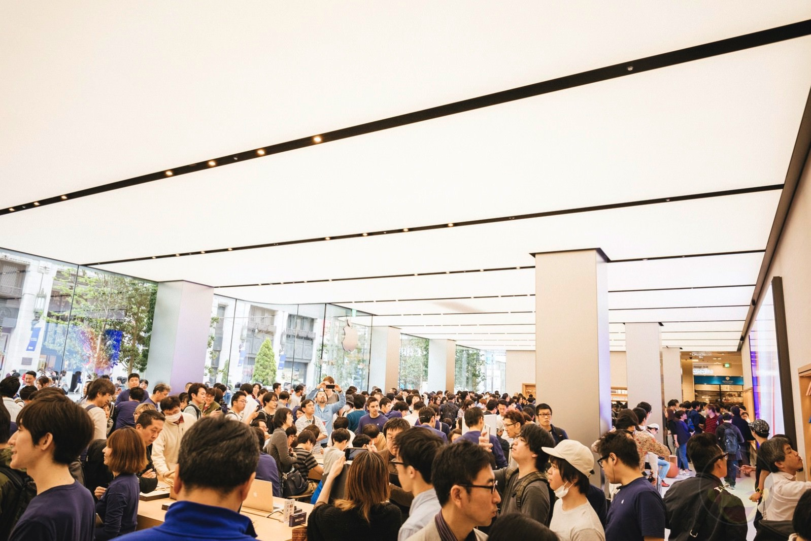 Apple-Store-Shinjuku-Grand-Open-27.jpg