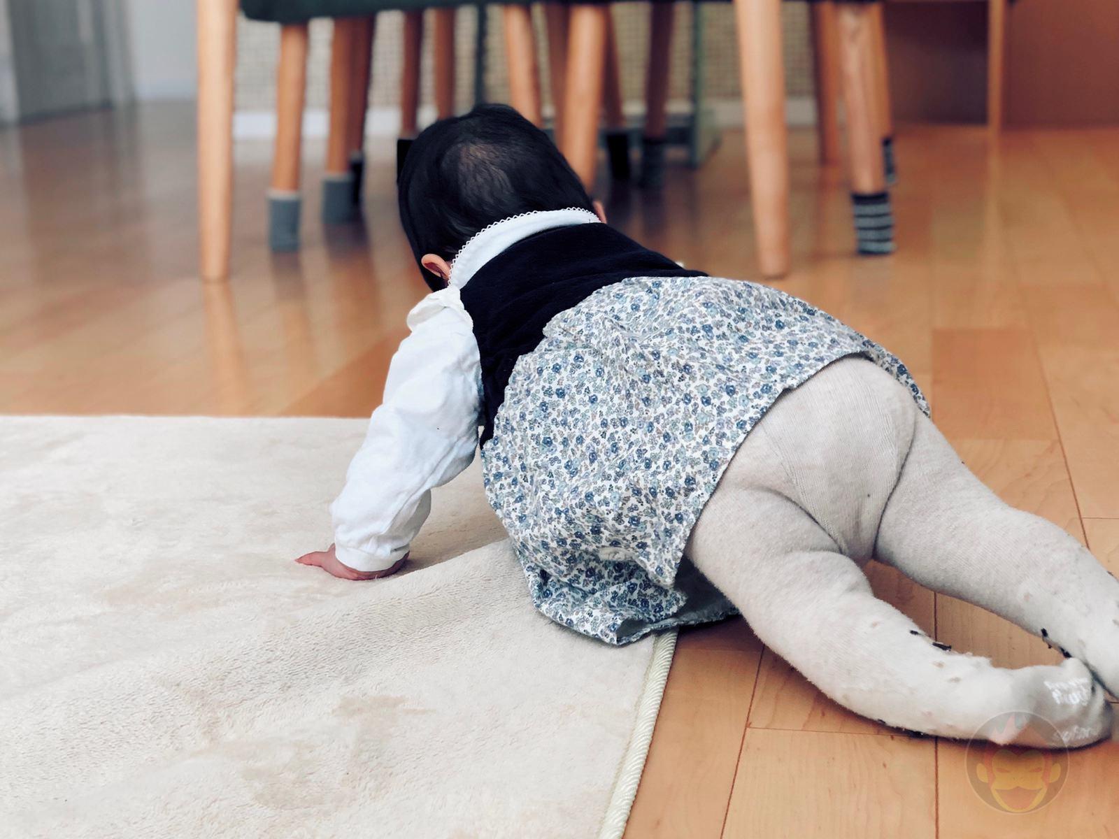 Crawling Baby me 01