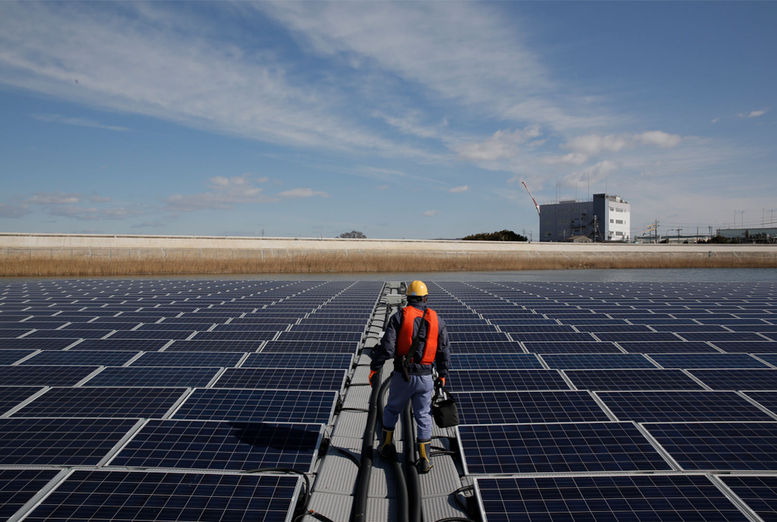 Renewable-Energy-Apple_Solar-Panel-Japan_040918.jpg